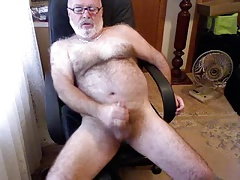 My finest Daddybear stroking..