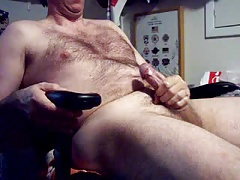 Hairy dad spunking on webcam